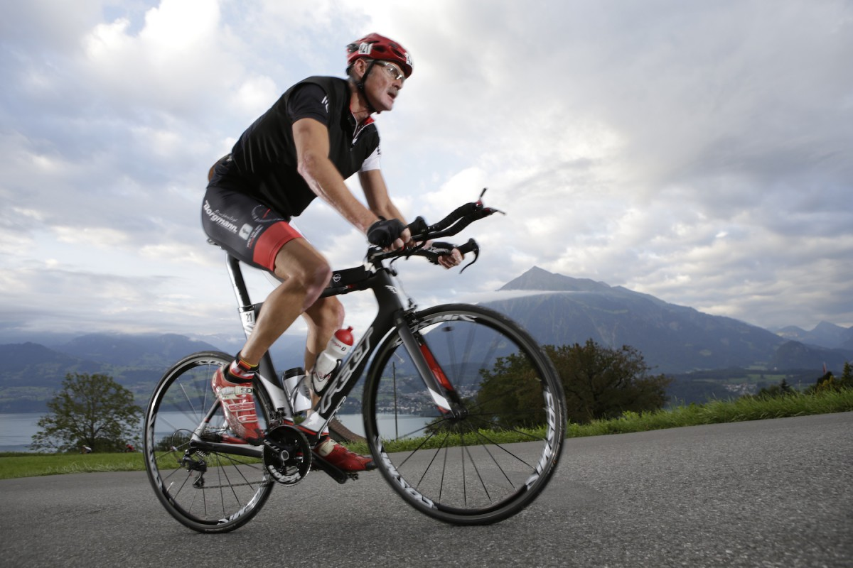 Jürgen vor der wunderschönen Kulisse des Inferno Triathlon