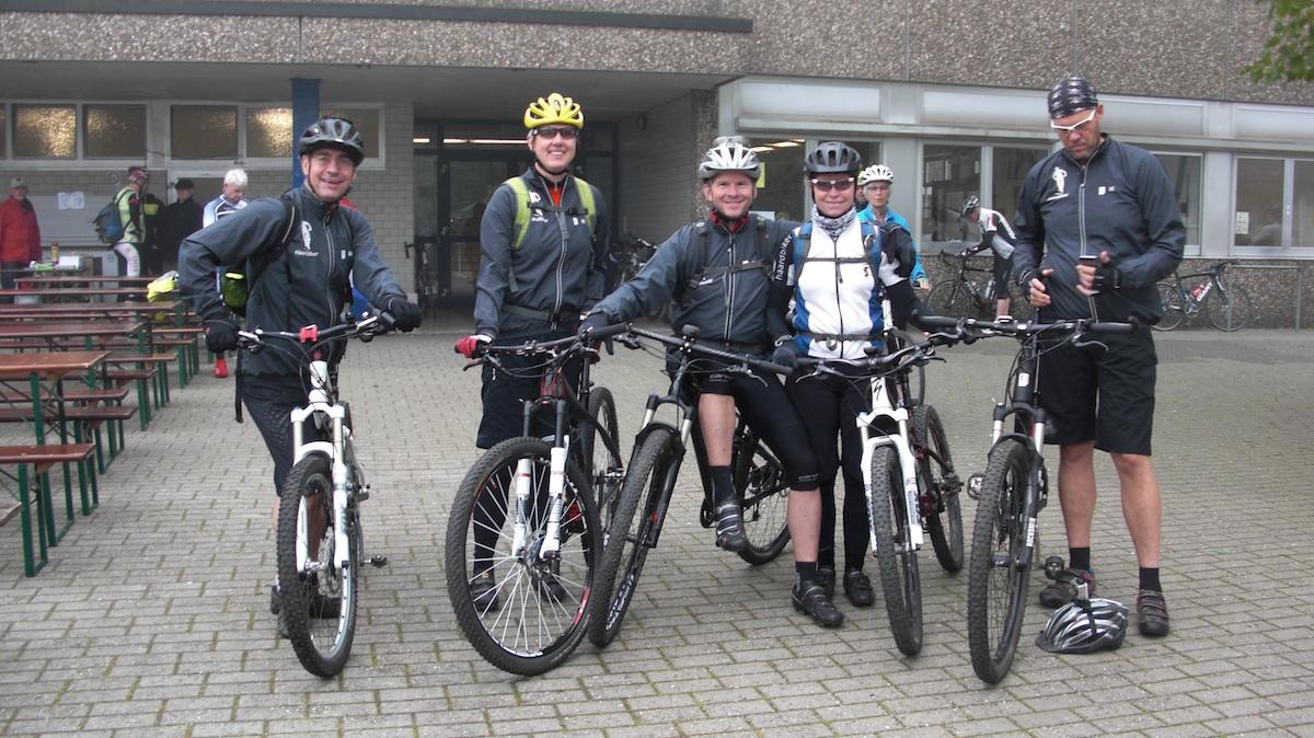 Volker, Elisabeth, Kalle, Doris und Ollo am Start